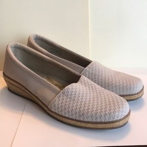 Women's Grasshopper Cream Slip ons
